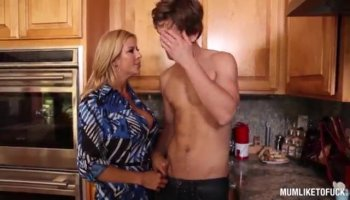 Chesty housewife Tara Holiday gets facialized in P